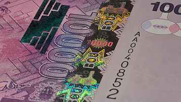 Uganda 10000 Shilling with KINEGRAM continuous stripe