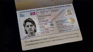Lithuanian passport with two embedded KINEGRAM PCI elements, transparent and metallized
