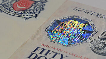 Singapore 50 Dollar with fully metallized KINEGRAM patch